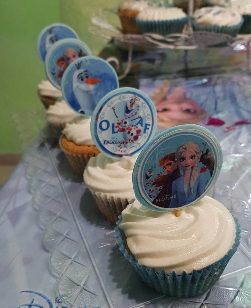 risultato delle decorazioni in pasta da zucchero su cupcakes